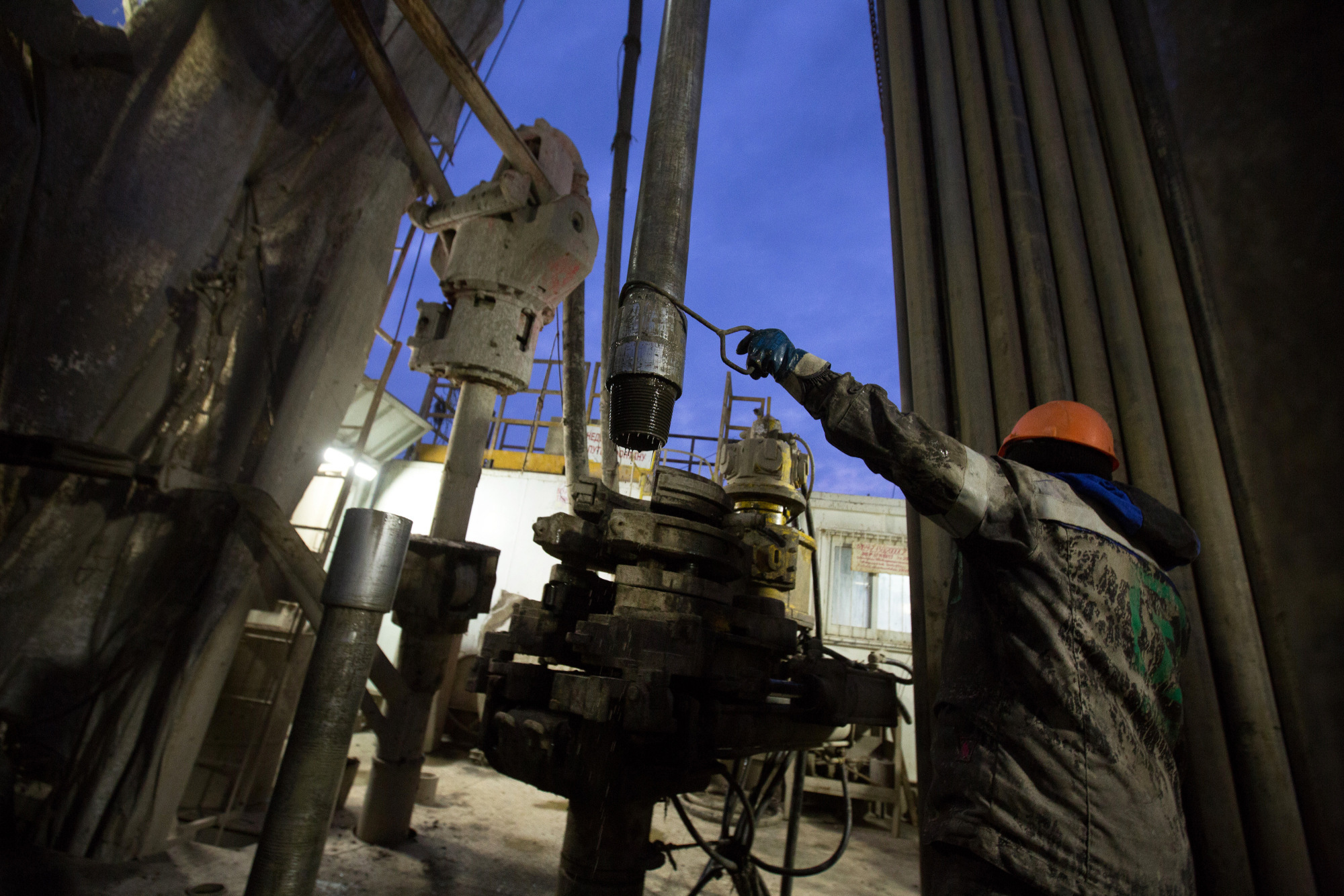 OPEC and Russia ready to extend oil-supply cuts through 2018