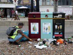 Rubbish left by beachgoers in Brighton (Gareth Fuller/PA)