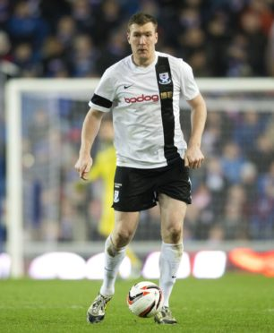 Kevin Kyle in action for Ayr United.
