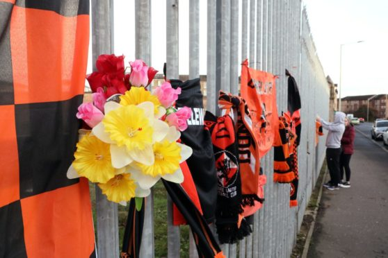 Fans saluted Dundee United's greatest ever manager Jim McLean at Tannadice following his death.