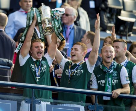 Jason Cummings lifts Scottish Cup with Hibs in 2016.