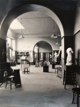 Dundee Technical Institute Art Room in 1900. Dundee. Courtesy Abertay University Date; 25/05/1900