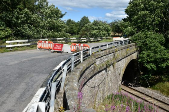 An image of the closed Oatyhill bridge