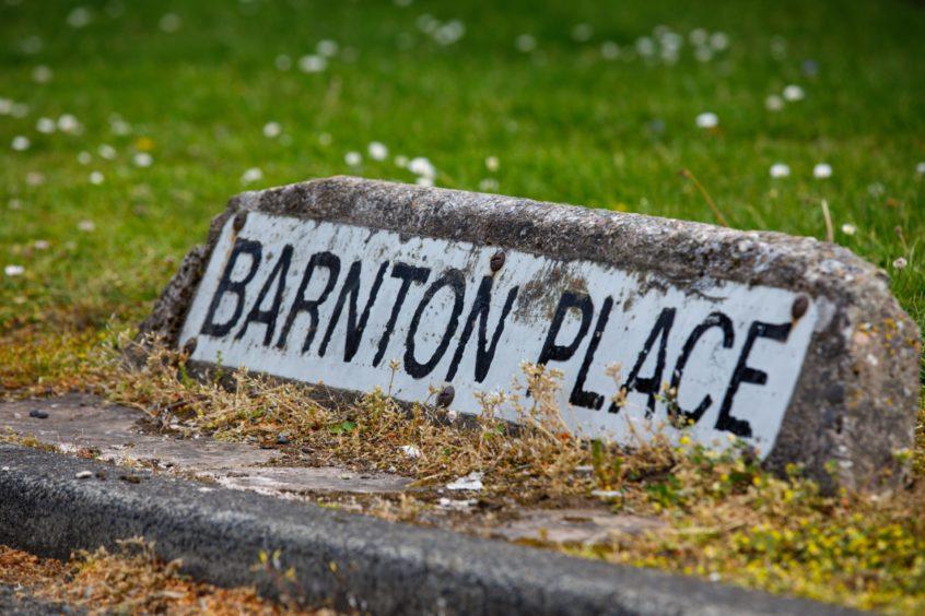 A Barnton Place street sign.