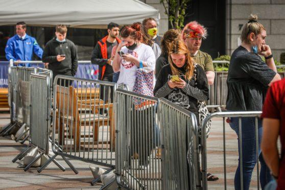 Covid Dundee vaccine queue