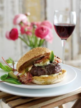 Burger with blue cheese and pancetta