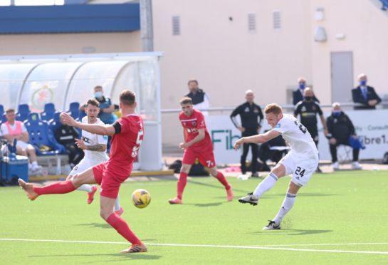 Fraser Fyvie in action against Stirling Albion.
