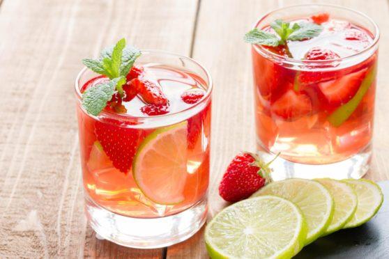 Vegan cocktail strawberry lemonade.