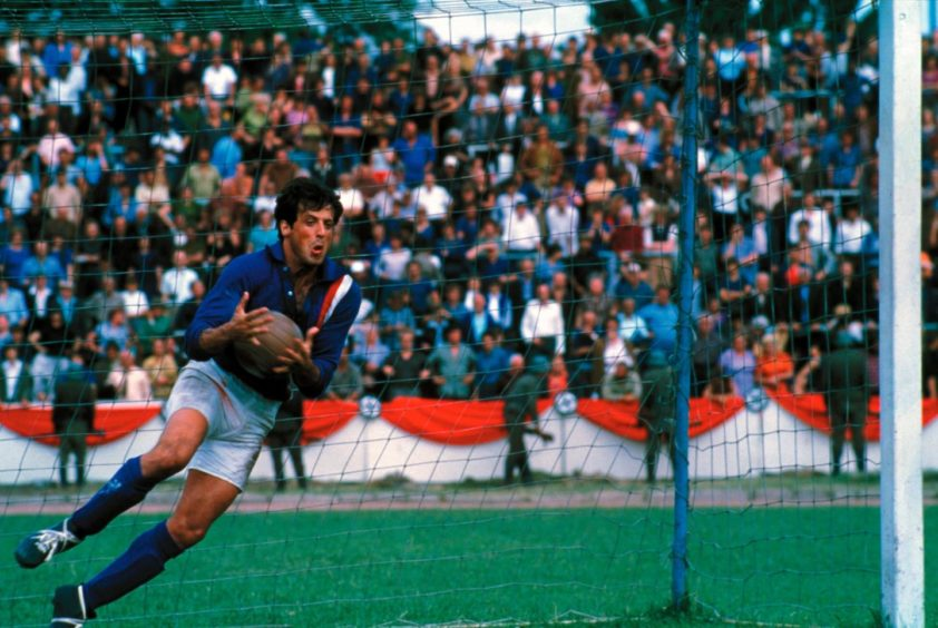 Stallone received goalkeeping lessons from Gordon Banks before his role in Escape to Victory.
