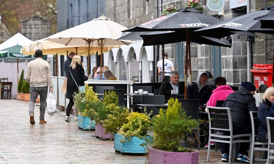 The sun doesn't always shine in the north-east, but hospitality bosses don't think that should stop the council from encourage a European cafe culture in Aberdeen city centre.