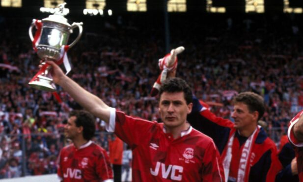Jim Bett with the 1990 Scottish Cup.