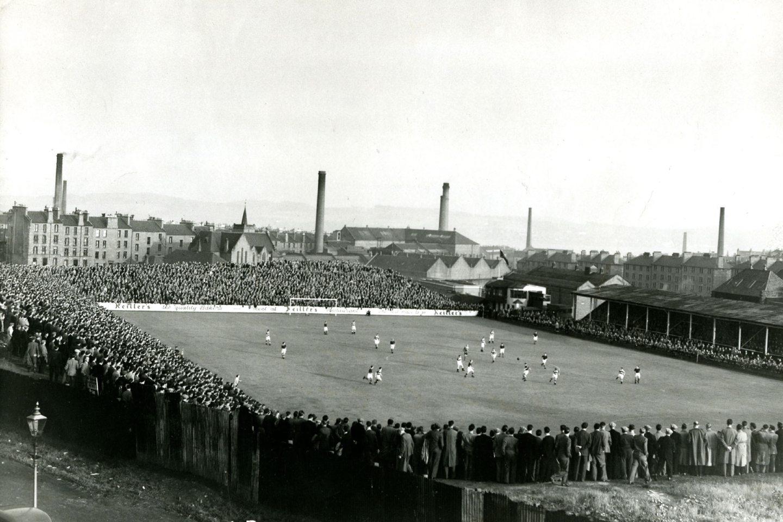 A match under way at Tannadice in September 1950.