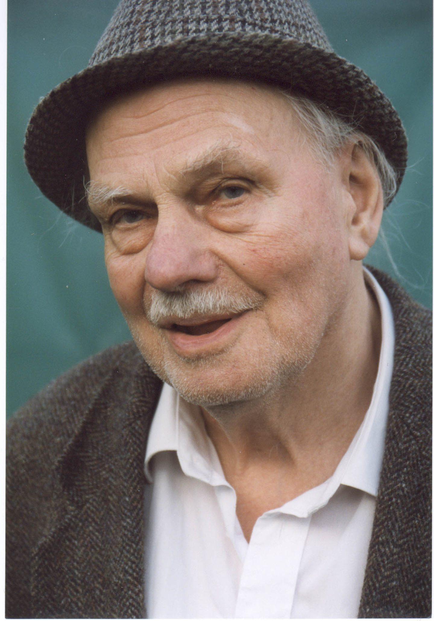Hamish Henderson, poet and folklorist in 1999. © Gordon Wright.