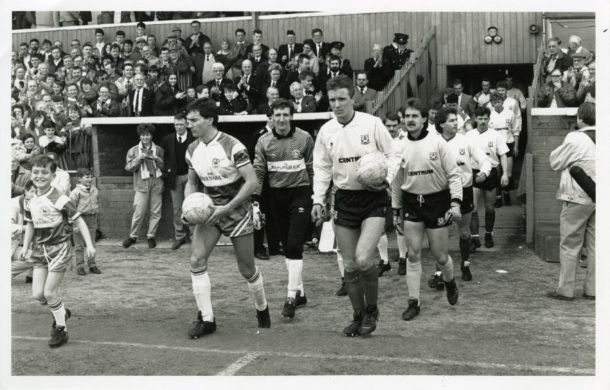 St Johnstone and Ayr United coming onto the pitch for the final game.
