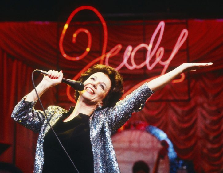 Lesley performing as Judy Garland in the West End in 1986.