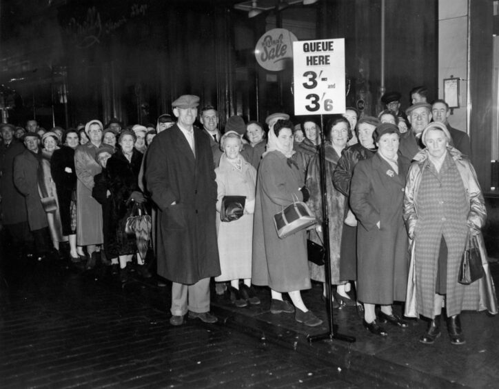 A queue for the cinema in 1959.