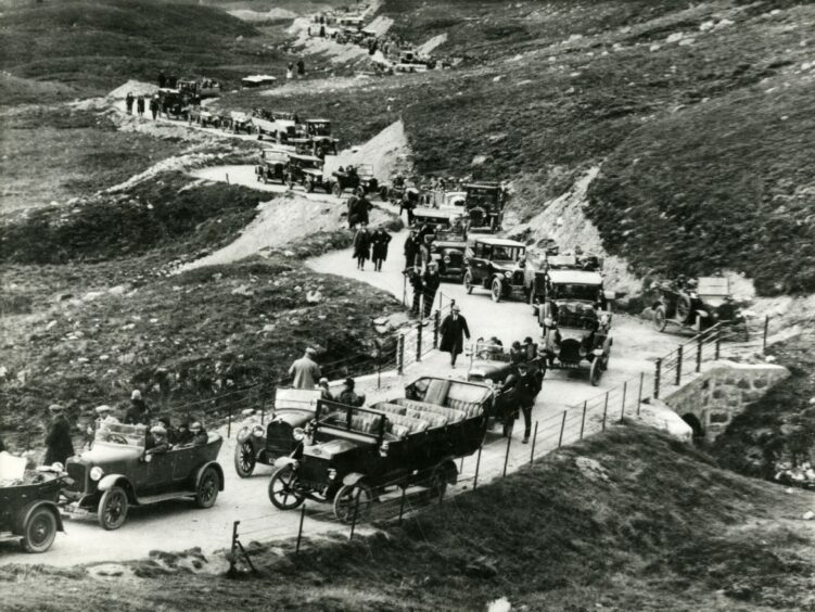 Traffic on Devils Elbow heading for Braemar in the 1920s