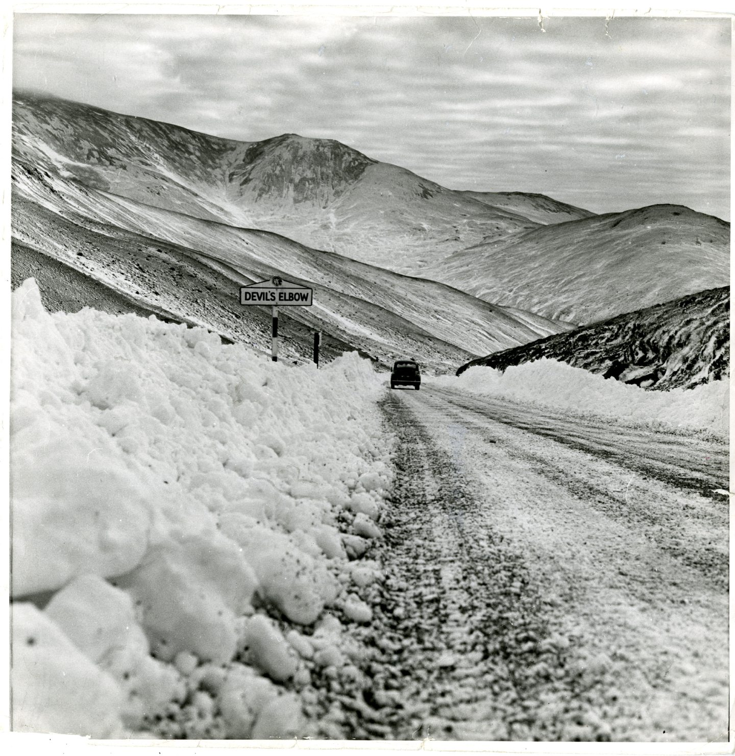 The Devil's Elbow in November 1962 after being cleared by snowploughs