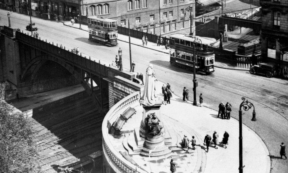 Trams on Union Bridge, Union Street, in Aberdeen. Photo by Aberdeen Journals, taken sometime before November 1941.