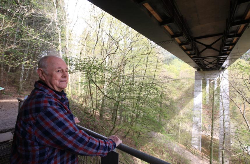 Ian Hendry at the Garry bridge.