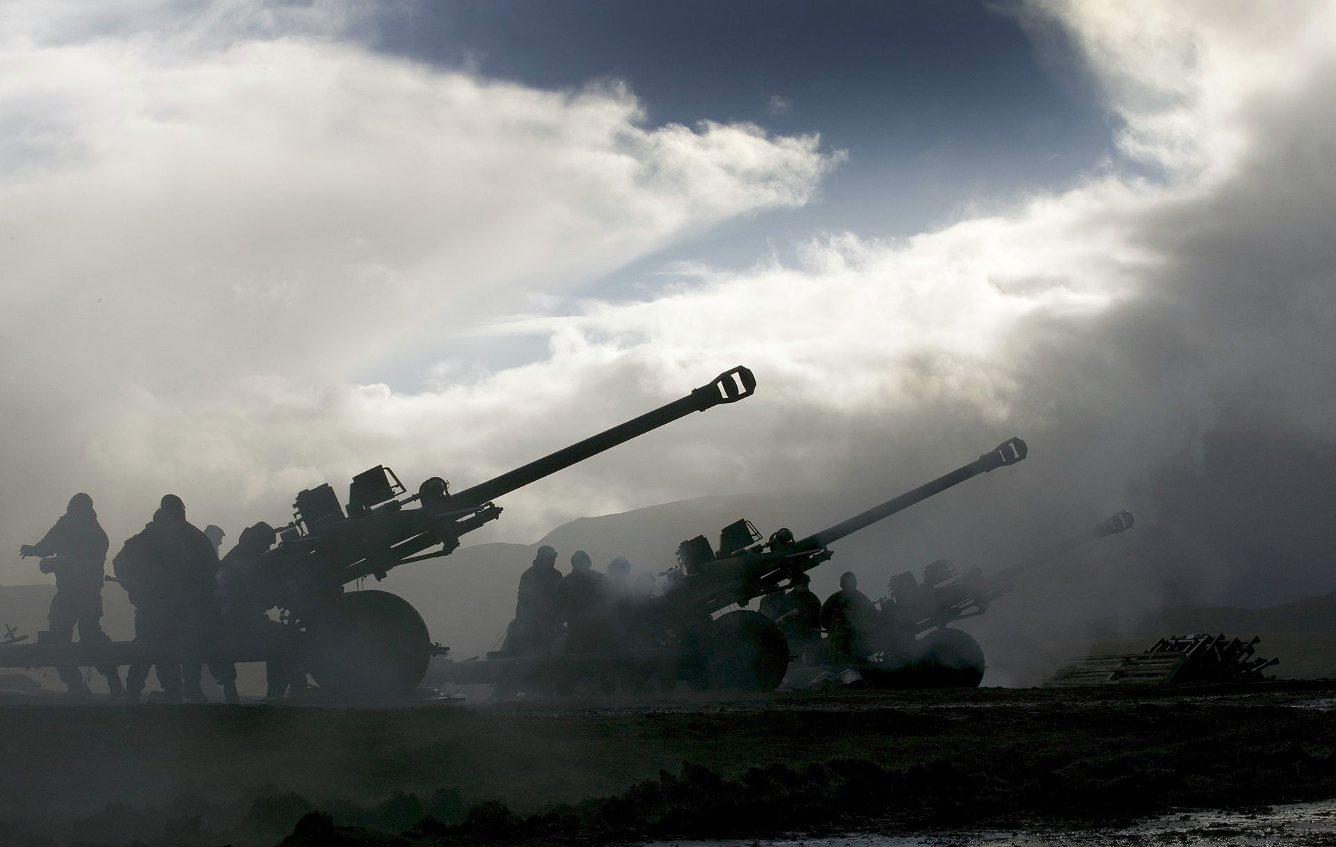 Practice firings by 7 (Sphinx) Commando Battery on exercise near Cape Wrath in Scotland.  Picture: MOD