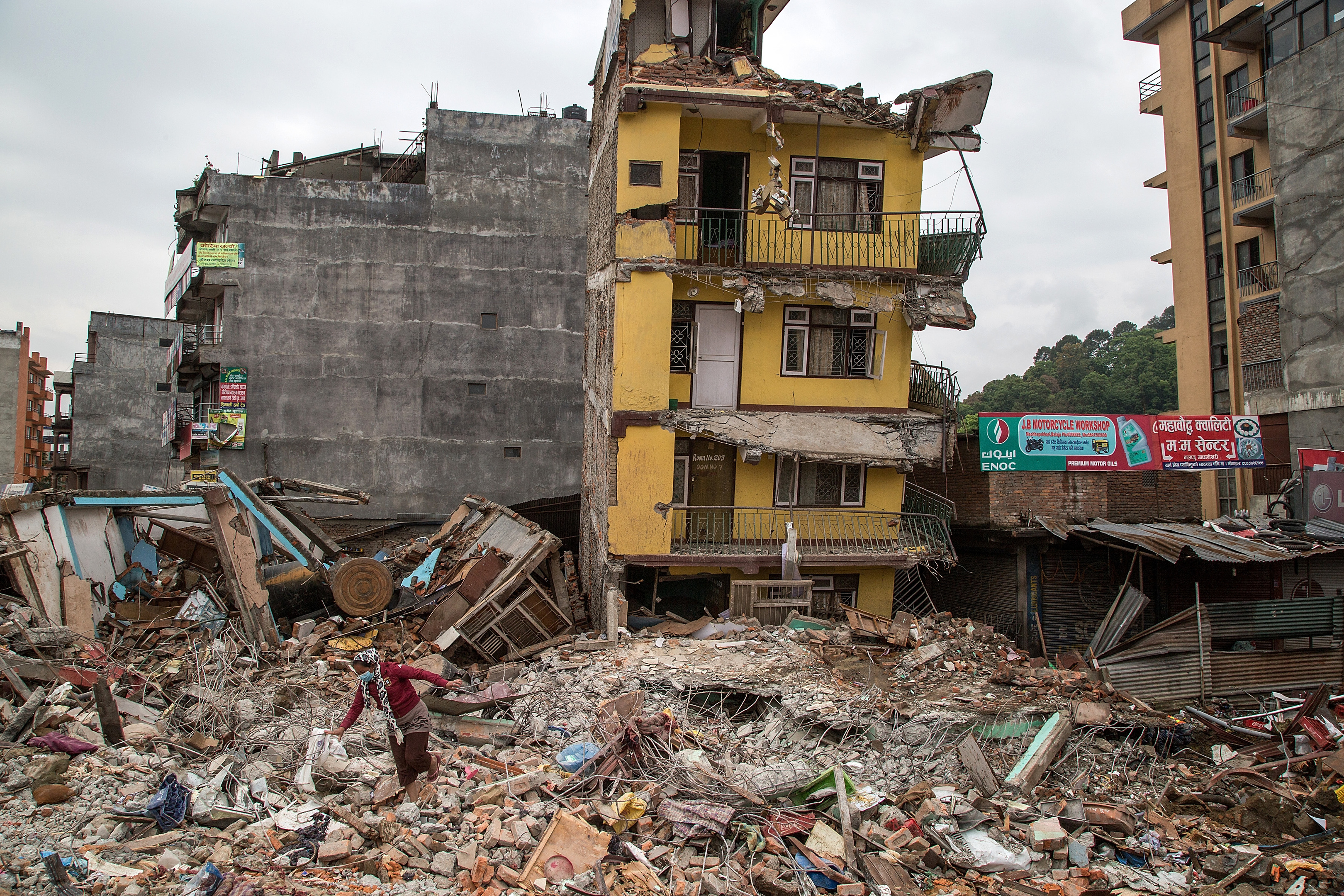 The earthquake devastated large parts of the country.
