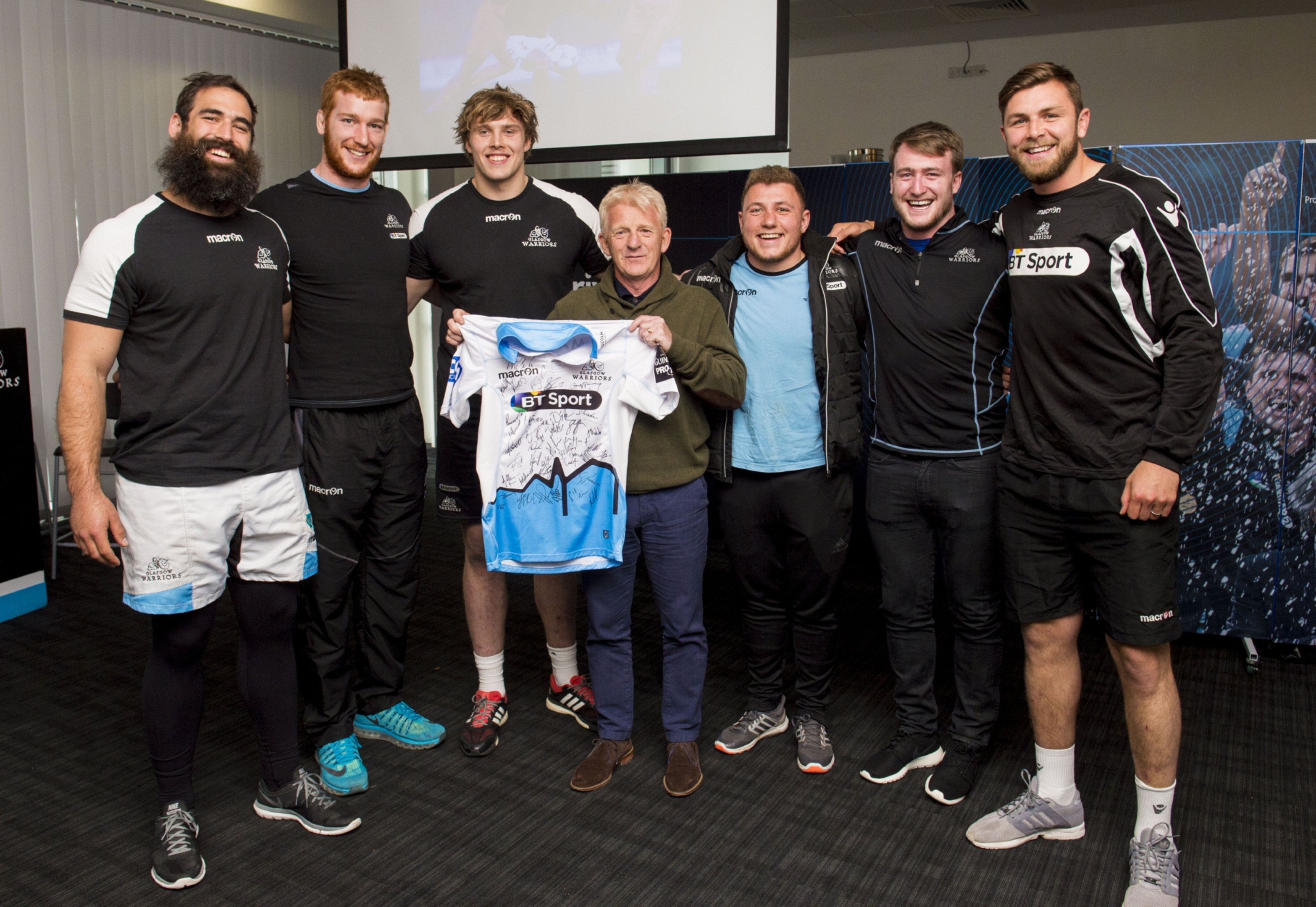 Scotland manager Gordon Strachan at Scotstoun with (L to R) Josh Strauss, Rob Harley, Jonny Gray, Duncan Weir, Stuart Hogg and Ryan Wilson. Pic: SNS/SRU