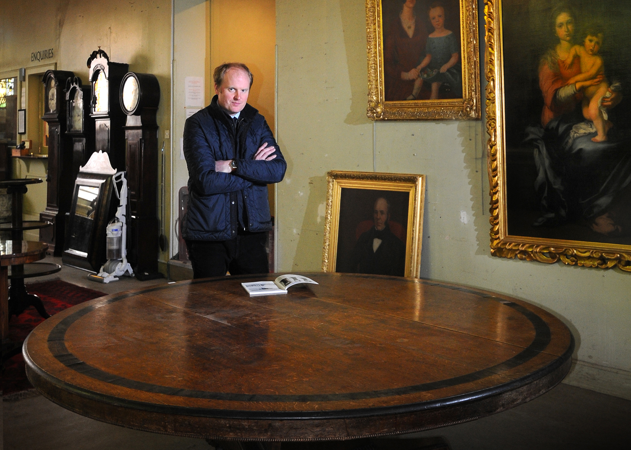Perth Auctioneer Nick Burns with the William IV oak table.