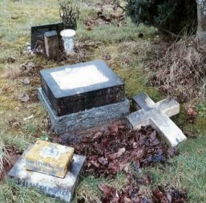 The vandalised grave.