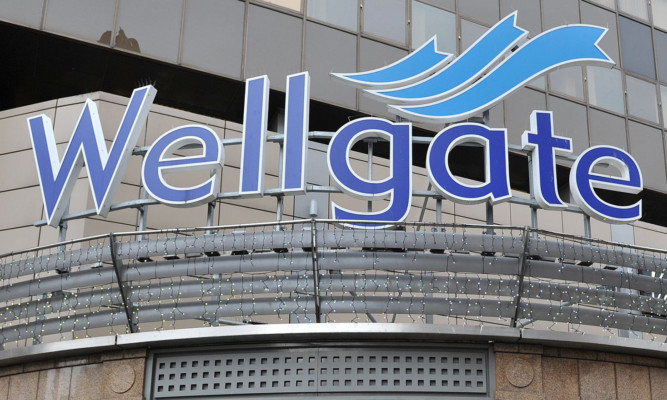 The conman targeted his victim near the Wellgate Centre.