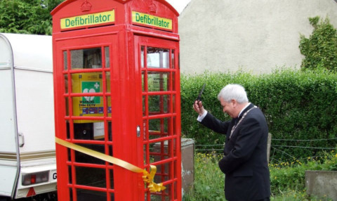 Provost of Stirling Council Mike Robbins performed the official opening ceremony of the newly-installed defibrillator in Arnprior.