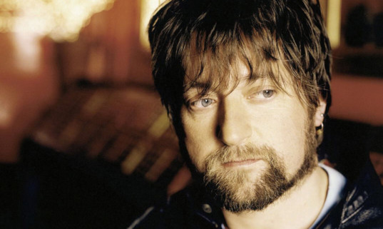 Kenny Anderson, AKA King Creosote, has vowed to keep Fence going.