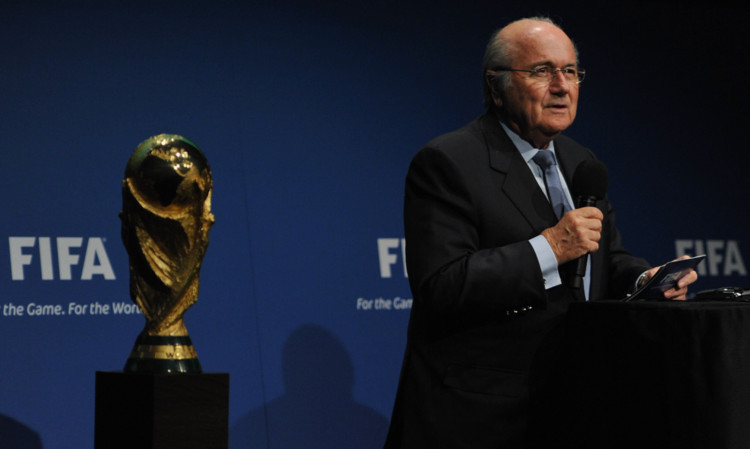 Fifa president Sepp Blatter will propose the dates of the Qatar World Cup are changed to winter 2022.