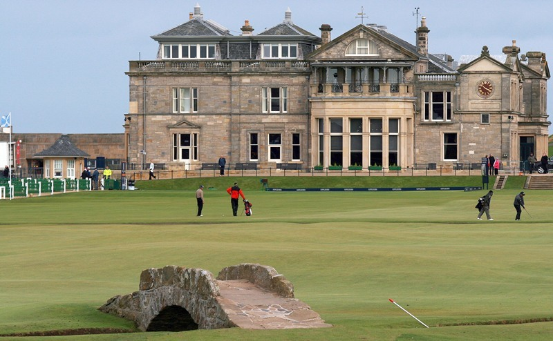 Kris Miller, Courier, 06/10/10, News. Picture today at St Andrews old Course. Preparations for the Dunhill Links Championship were well under way today. Pic shows golfers getting in a last minute practice round.