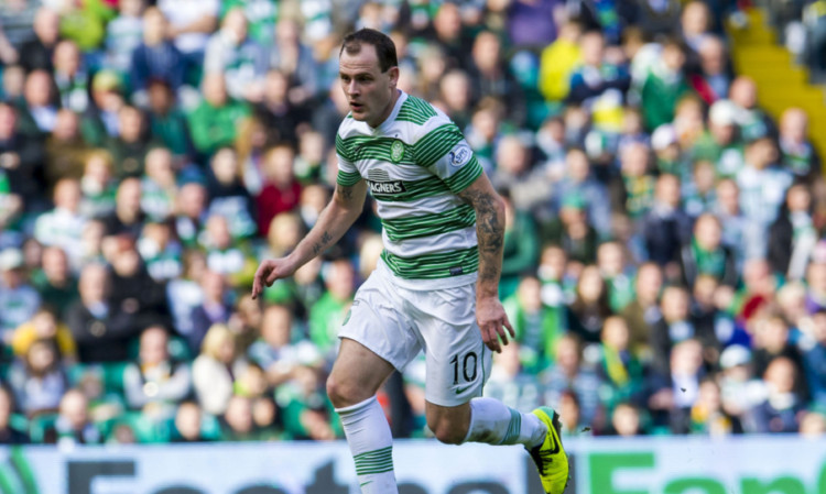 Anthony Stokes has agreed a new three-year deal at Celtic.