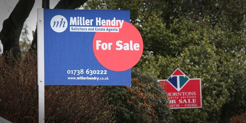 Picture today at Glasgow Road, Perth. Pic of 'For Sale' signs to go with story from Perth about housing market.