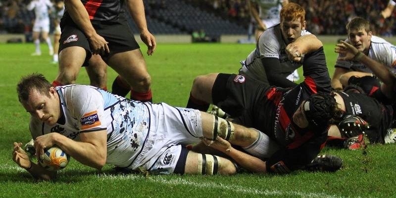 Glasgow Warriors Al Kellock scores a try against Edinb urgh in the 1872 cup at Murrayfield