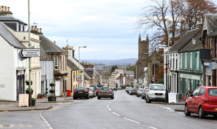 Residents says Auchterarder has become a telecommunications black hole following the removal of a mast that served the area.