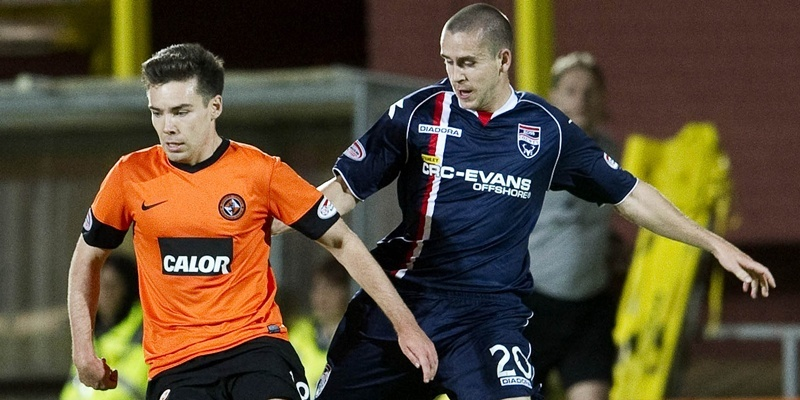 14/09/12 CLYDESDALE BANK PREMIER LEAGUE DUNDEE UTD v ROSS COUNTY (0-0) TANNADICE - DUNDEE Dundee Utd's Ryan Dow (left) is closed down by Gary Glen.