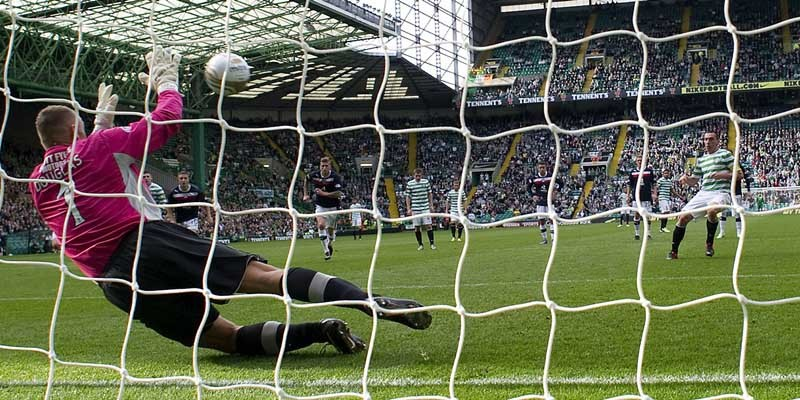 22/09/12 CLYDESDALE BANK PREMIER LEAGUECELTIC v DUNDEE (2-0)CELTIC PARK - GLASGOWDundee keeper Rab Douglas foils Scott Brown (right) from the penalty spot