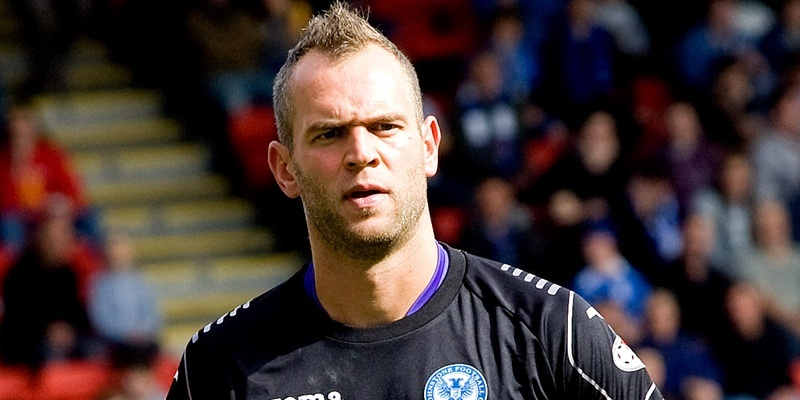 01/09/12 CLYDESDALE BANK PREMIER LEAGUE ST JOHNSTONE v DUNDEE UTD MCDIARMID PARK - PERTH Alan Mannus in action for St Johnstone.
