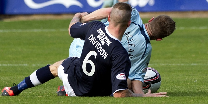 29/09/12 CLYDESDALE BANK PREMIER LEAGUE DUNDEE v ST JOHNSTONE (1-3) DENS PARK - DUNDE Iain Davison hauls St johnstone player Steven MacLean to the floor causing his arm to go under him and injuring his elbow.