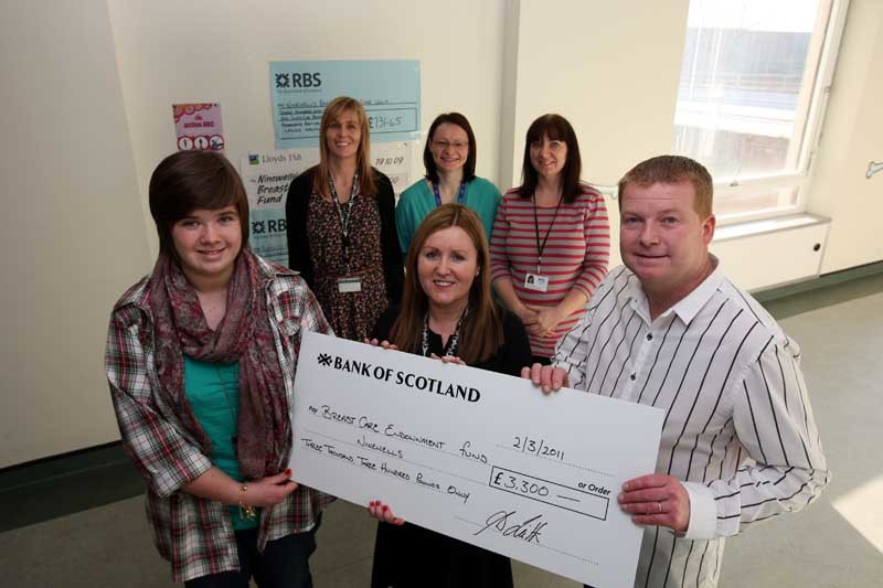 Steve MacDougall, Courier, Breast Cancer Unit, Level Six, Ninewells Hospital, Dundee. £3000 cheque presentation to Ninewells breast unit from grieving husband and kids. Dorothy Leith (56) died from breast cancer. Pictured, front left to right is daughter Keri Leith (presenting), Avril Gunning (Macmillan Clinical Nurse Specialist, accepting the cheque) and Alex Leith. Back row, left to right is Julie Lindsay (Clinical Nurse Specialist), Dr Jane MacAskill and Gemma Bosch (Communications).