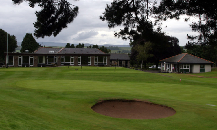 Backers of the plan say it could slash the golf club's energy bills.