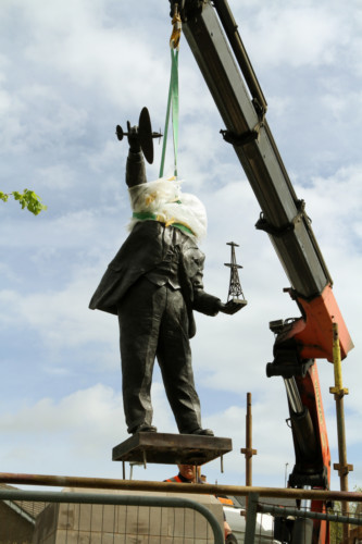 COURIER, DOUGIE NICOLSON, 15/05/14, NEWS. WATSON - WATT STATUE, IN B RECHIN. The statue is lowered into place today, Thursday 15th May 2014.  Story by Martin, Angus office.