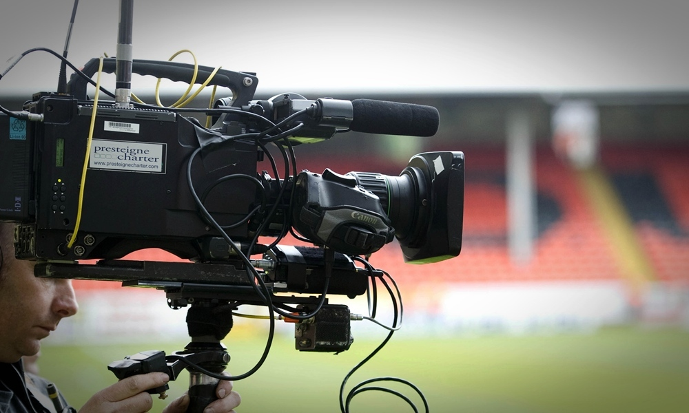 04/08/12 CLYDESDALE BANK PREMIER LEAGUE DUNDEE UTD v HIBERNIAN (3-0)  TANNADICE - DUNDEE The television cameras focus in on the action at Tannadice.