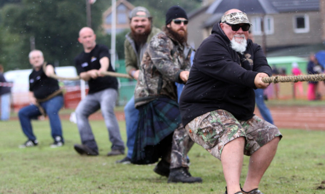 Duck Dynasty stars John Godwin and Jase Robertson take part in the tug of war at the Inverkeithing Highland Games at the weekend.
