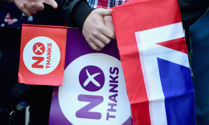 Better Together said volunteers had rushed to help in the wake of the new poll.