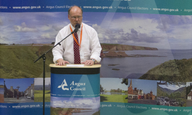 Chief executive of Angus Council Richard Stiff announces the result.