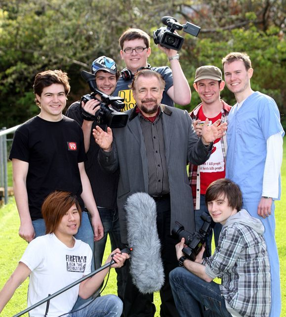 Steve MacDougall, Courier, Dundee University, Perth Road, Dundee. Brian Cox in Dundee University students' soap 'Skint'. Pictured, centre is actor Brian Cox and around him (clockwise from bottom left) is Roderick Tan (crew), Paul McCallum (Director/Cast), JJ Cranston (Crew), Finlay Craig (Crew), Peter Ananin (Crew), Jordan Dunbar (Writer/Cast) and Steven Fullerton (Crew).